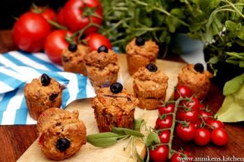 Frokostmuffins med tomat og løk