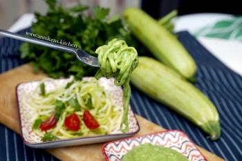 Raw Food-søndag: Squashspagetti med avocadosaus