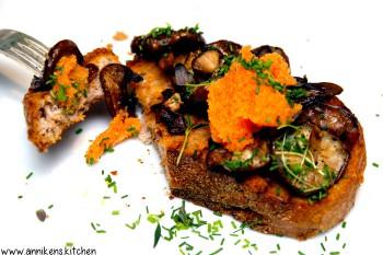 Toast med stekt sopp og lodderogn