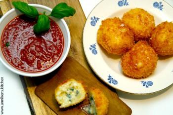 Syndefulle risboller fylt med Blå Castello