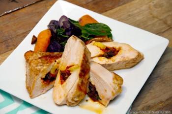 Fylt kylling med brie, soltørket tomat og løpstikke