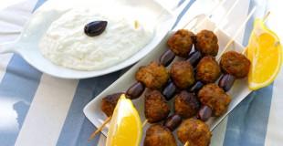 Keftedakia (greske kjøttboller) og tzatziki