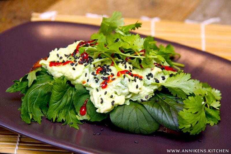 Avocadosandwich med asiatisk vri